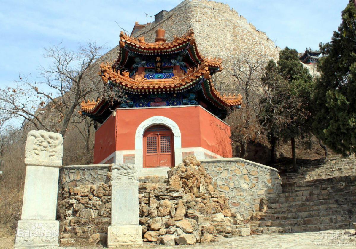 丫髻山风景区位于北京平谷刘家店乡境内,海拔363米,自古被视为仙山神